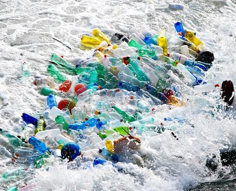 plastic-bottles-in-ocean